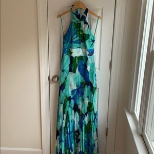 Formal dress. Tropical print. Size 4